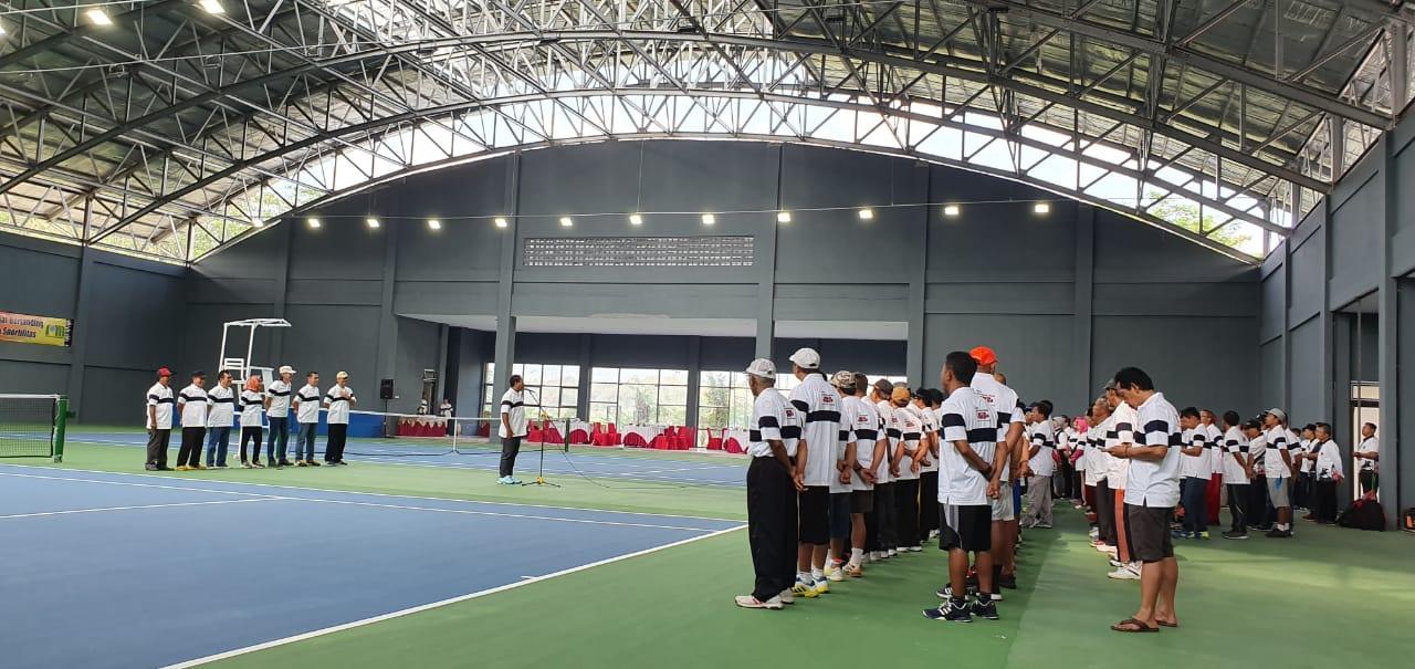 Lapangan Tenis Moncer Serius